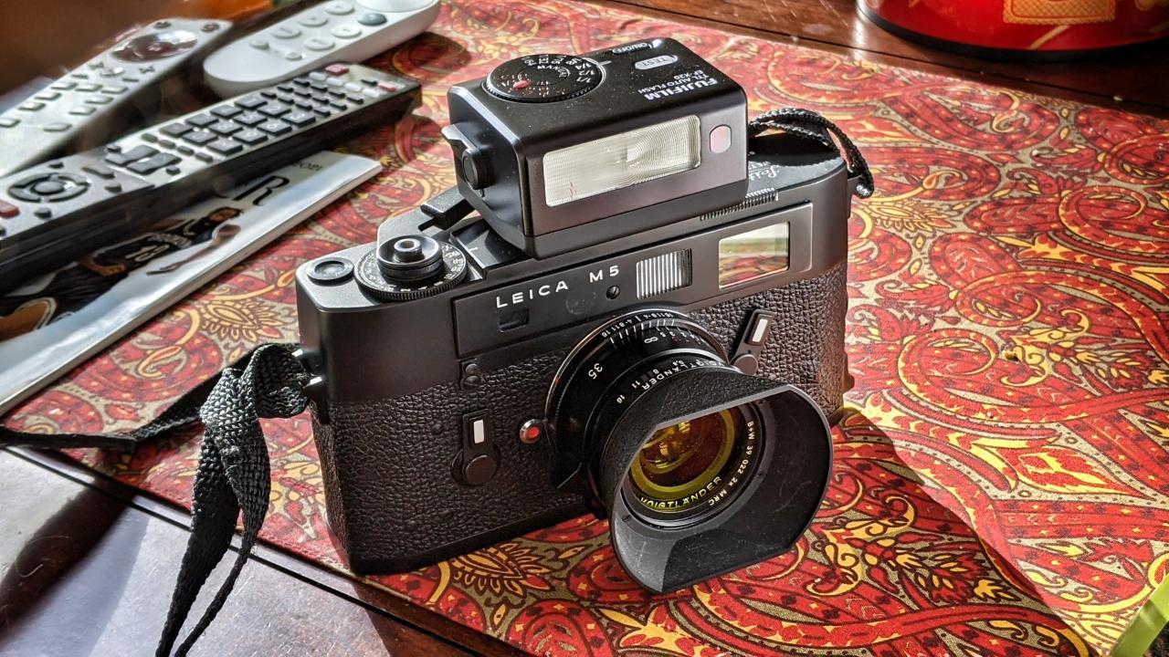Fuji EF-X20 flash + Leica M5